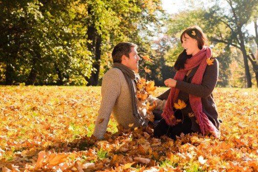 Zum Herbst passen gedeckte, tiefe Farben, die sich wunderbar untereinander ergänzen. (Bild: © altafulla - shutterstock.com)