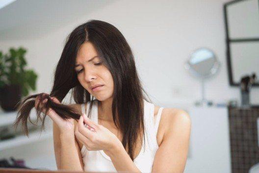 Ein echtes Wundermittel gegen kaputte Haare? (Bild: © Lars Zahner - shutterstock.com)