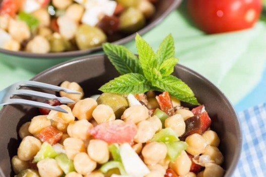 Kichererbsensalat mit Paprika (Bild: © 135pixels - shutterstock.com)