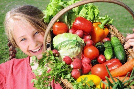 Gemüse gehört zum Wertvollsten, das ihr euren Kindern auf den Teller packen könnt. (Bild: © alexkatkov - shutterstock.com)