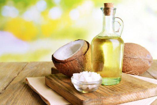 Kokosöl wird besonders gerne zum Braten und Kochen verwendet. (Bild: nu3.ch)