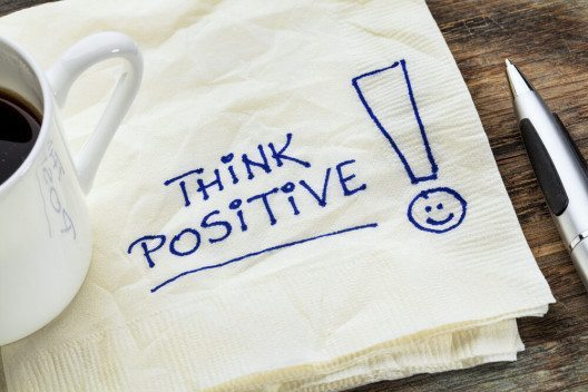Mit positivem Denken kommst du zu einer tollen Ausstrahlung. (Bild: © marekuliasz - shutterstock.com)