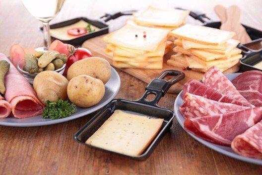 Cornichons sind vor allem zum Raclette und als Dekoration auf Fleischplatten sehr beliebt. (Bild: © margouillat photo - shutterstock.com)