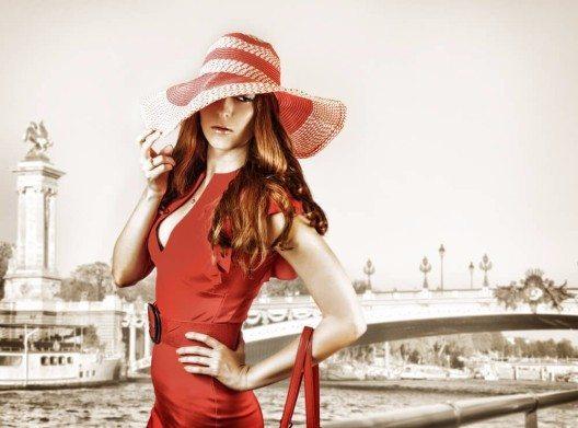 Rothaarige können, dürfen und sollen ruhig Rot tragen (Bild: © katalinks - shutterstock.com)