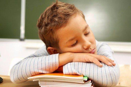 Kinder, die zu wenig Eisen bekommen, fühlen sich oft schlapp. (Bild: © Pressmaster - shutterstock.com)