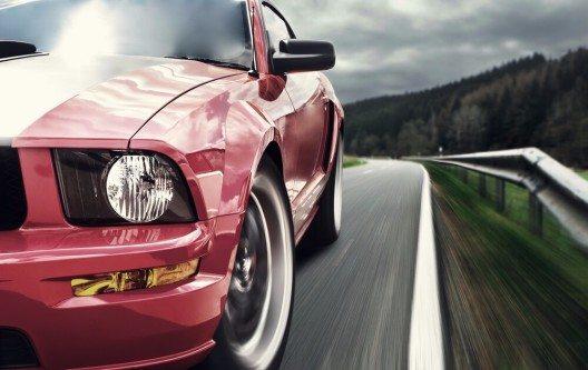 Sportwagen werden nicht umsonst am liebsten in Rot gekauft (Bild: © Nomad_Soul - shutterstock.com)