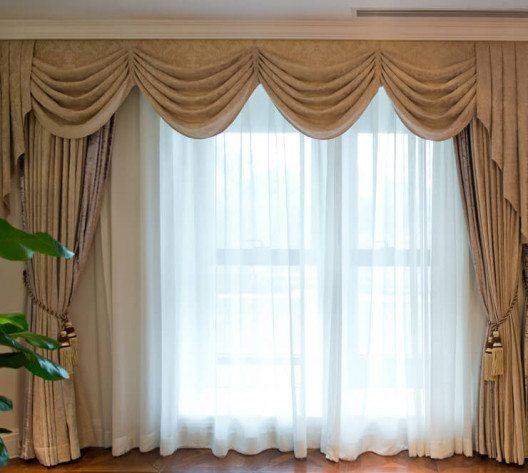 Vorhänge verschönern jeden Raum. (Bild: © hxdbzxy - shutterstock.com)