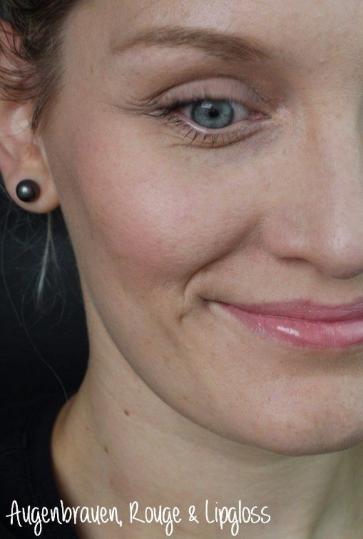 Augenbrauen, Rouge, und Lipgloss. (Bild: © Anne Baumgarten)