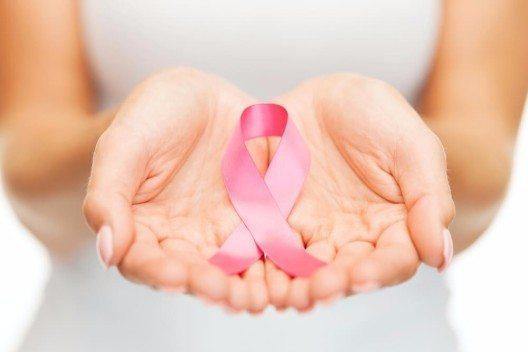 Bei rund einer von fünf Patientinnen mit Brustkrebs kehrt die Krankheit zurück. (Bild: © Syda Productions - shutterstock.com)