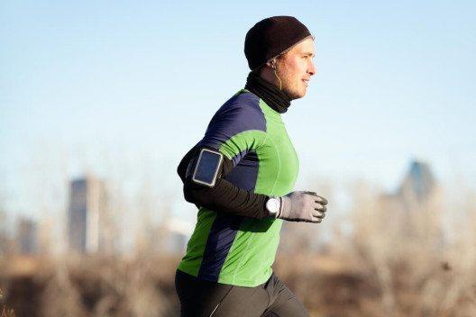 Auch das Outfit spielt beim Freiluft-Sport eine wichtige Rolle. (Bild: © Maridav - shutterstock.com)