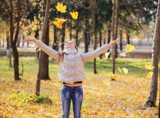 Strickjacken sind ein grosses Thema in der Herbstmode. (Bild: © Maya Kruchankova - shutterstock.com)