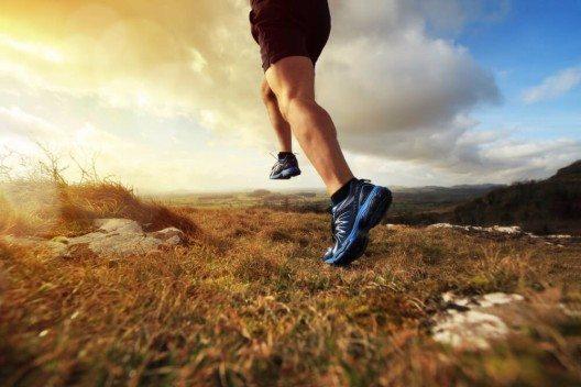 Eine gesunde, ausgewogene Ernährung in Verbindung mit regelmässiger Bewegung ist die Grundlage für starke Knochen. (Bild: © Brian A Jackson - shutterstock.com)