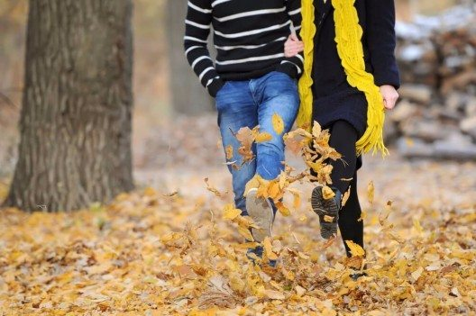 Wenn du dich im Freien bewegst, wird als zusätzliches, kleines Leckerli noch vermehrt Serotonin ausgeschüttet. (Bild: © KAZLOVA IRYNA - shutterstock.com)