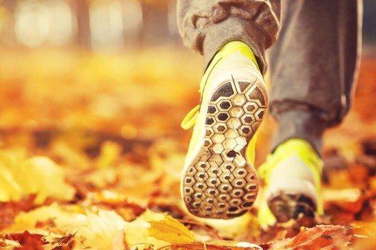 Fange klein an mit deinen Zielen, wenn du bis jetzt nicht viel Sportliches an der frischen Luft gemacht hast. (Bild: © AlexMaster - shutterstock.com)