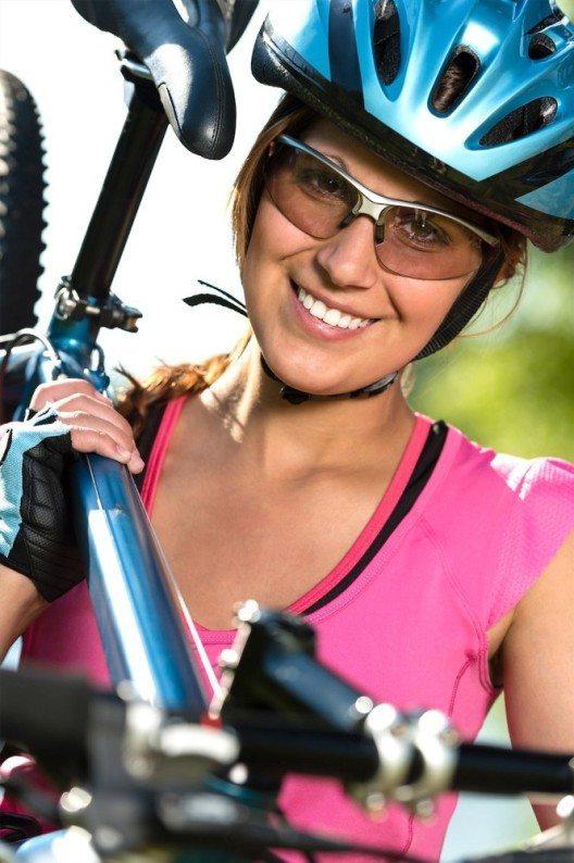 Velozubehör und Bekleidung gelten heute als Lifestyle-Produkte. (Bild: © obs/SFZ Schweizerische Fachstelle für Zweiradfragen)