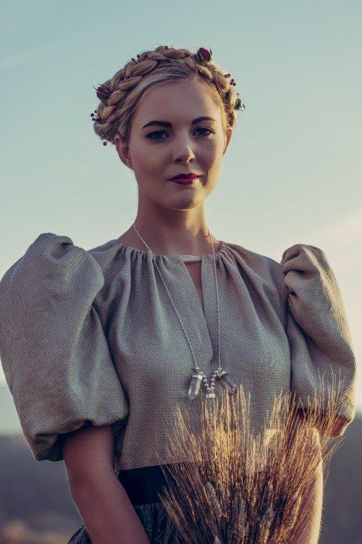 Für das Nationalkleid setzt die Miss Earth Schweiz Organisation auf Nachwuchs-Design.