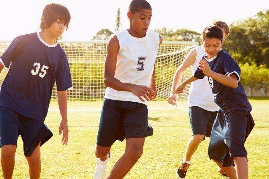 Auch Bewegung kann die Basenproduktion fördern. (Bild: © Monkey Business Images - shutterstock.com)