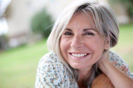 ür die Frau über 56 Jahre beginnt ein Lebensabschnitt, in dem es vor allem eines gibt: Zeit für sich selbst. (Bild: © Goodluz - shutterstock.com)