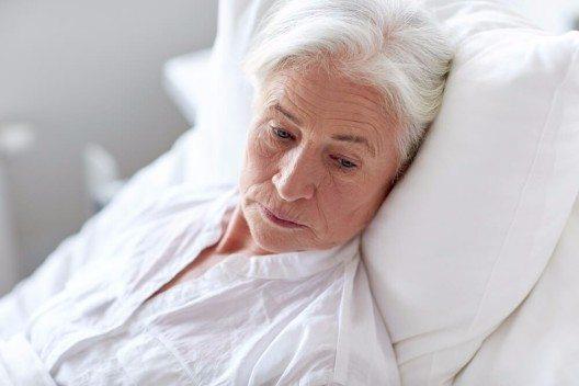 Durch Einsamkeit können sich die Zellen des Immunsystems so verändern, dass Betroffene anfälliger für Krankheiten werden. (Bild: © Syda Productions - shutterstock.com)
