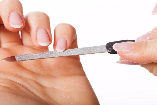 In einem Nagel-Necessaire ist alles enthalten, was zur Reinigung und Pflege der Nägel erforderlich ist. (Bild: © Photographee.eu - shutterstock.com)