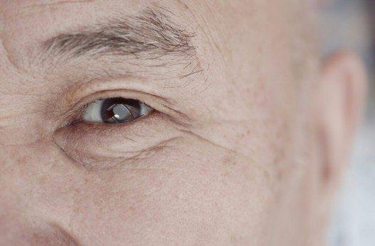 Alles, was die Durchblutung fördert, tut den Augen gut. (Bild: © Arman Zhenikeyev - shutterstock.com)