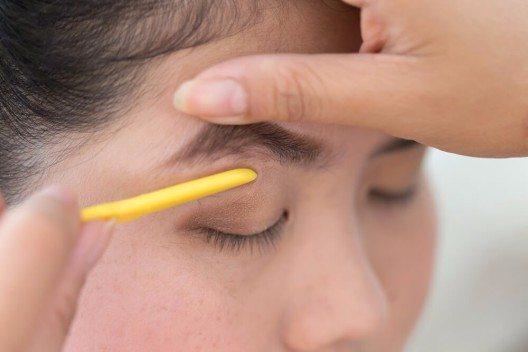 Rasierte Streifen in den Augenbrauen? (Bild: © Sutichak Yachiangkham - shutterstock.com)
