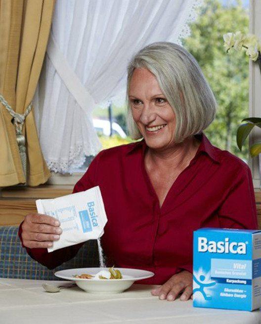 Mit basischen Mineralstoffen wie Basica kann der Körper gezielt entsäuert werden. (Bild: Basica)