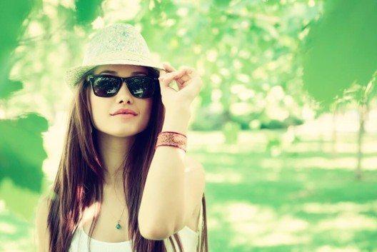 Ein Fedora-Hut verleiht jedem Look klassische Eleganz. (Bild: © Kiselev Andrey Valerevich - shutterstock.com)