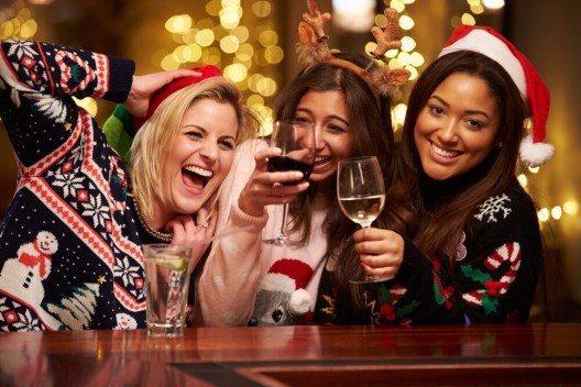 Es lohnt sich, den Alkoholkonsum und dessen Folgen ebenfalls unter die Lupe zu nehmen. (Bild: © Monkey Business Images - shutterstock.com)