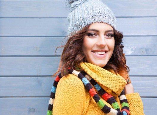 Strickschals kann man eher selbst stricken als nähen. (Bild: © NinaMalyna - shutterstock.com)
