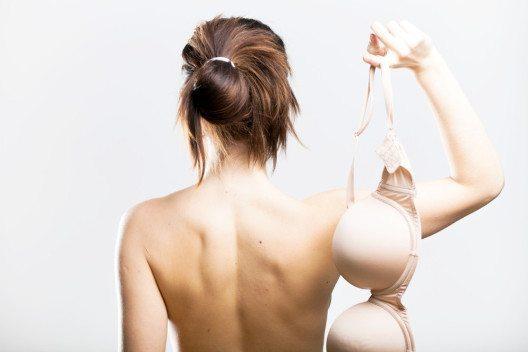 Ohne BH werden Brüste schöner. (Bild: Leszek Glasner – Shutterstock.com)