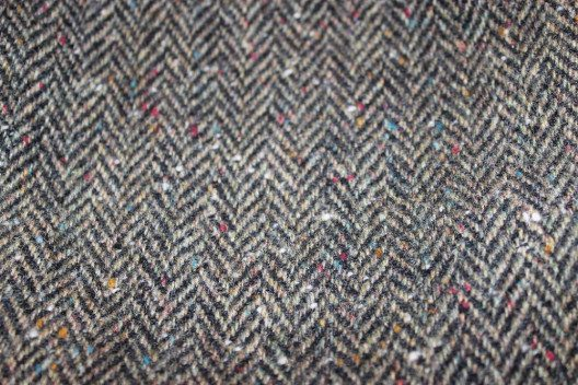 Eines der beliebtesten Muster in der traditionellen Mode ist das Fischgratmuster. (Bild: Toxophilus, Wikimedia, CC)