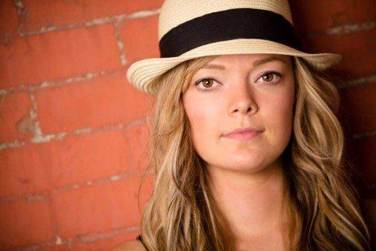 Ein Fedorahut verleiht jedem Look klassische Eleganz (Bild: © RONORMANJR - shutterstock.com)