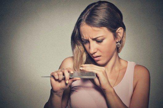 Ungefähr 50 % aller Frauen empfinden ihr Haar als zu dünn. (Bild: © PathDoc - shutterstock.com)