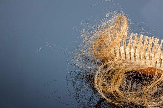 Auch das Haar gilt als Gesundheitsbarometer, zeigt es doch an Struktur und Farbe, an welchen Unpässlichkeiten wir leiden. (Bild: © Lisa S. - shutterstock.com)