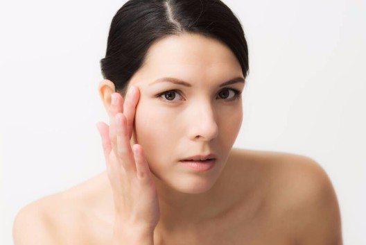 Wir wissen, dass die Haut- und Gewebestruktur der Frau anders ist als beim Mann. (Bild: © Lars Zahner - shutterstock.com)
