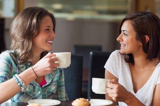 Kaffee sorgt dank der enthaltenen basischen Mineralstoffe sogar für einen leichten Basenüberschuss! (Bild: © wavebreakmedia - shutterstock.com)