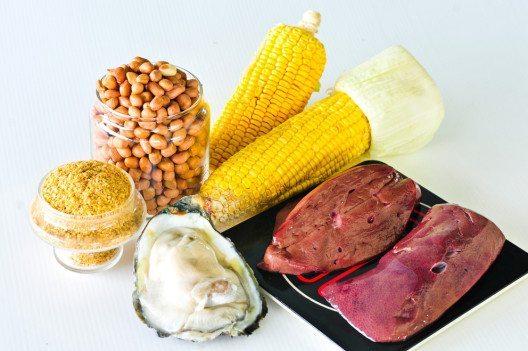 Die wichtigsten Zinklieferanten sind Lebensmittel tierischen Ursprungs wie etwa Fleisch, Eier, Fisch und Austern. (Bild: Wasu Watcharadachaphong – Shutterstock.com)