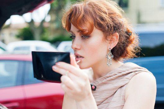 Zum Küssen schön: Lipgloss. (Bild: manams – Shutterstock.com)