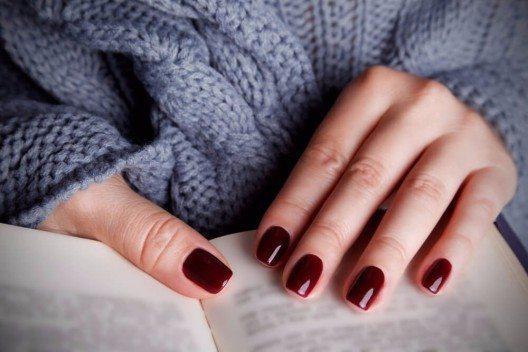 Nagellacke gibt es in allen Farben und Texturen. (Bild: © Imcsike - shutterstock.com)