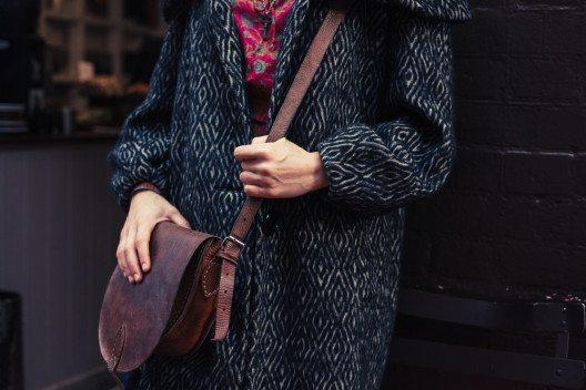 Mäntel im Oversize-Schnitt sind im Trend. (Bild: LoloStock – Shutterstock.com)