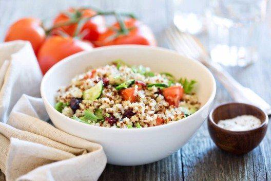 Quinoa Bowl (Bild: © Elena Veselova - shutterstock.com)
