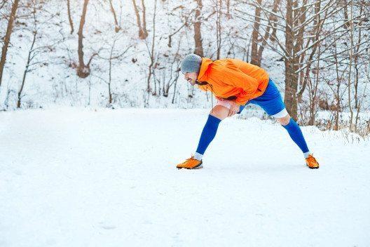 Sport sollte in der kalten Jahreszeit nicht vernachlässigt werden. (Bild: Hubskyi Mark – Shutterstock.com)
