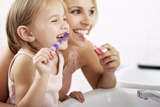 Zähneputzen gehört zur Routine des Alltags einfach dazu. (Bild: © Monkey Business Images - shutterstock.com)