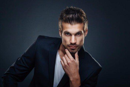 Wer das weibliche Geschlecht mit seiner Gesichtsbehaarung überzeugen will, sollte auf das richtige Bartstyling setzen. (Bild: © djile - shutterstock.com)