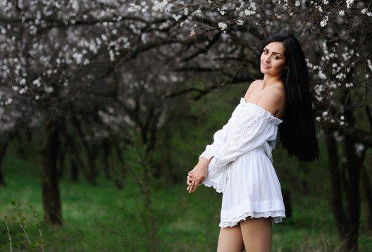 Batist eignet sich hervorragend für leichte Sommerkleider. (Bild: Kalinovskiy – Shutterstock.com)