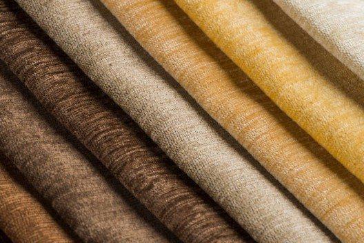 Baumwolle gehört zu den bekanntesten Naturfasern und ist in seinen dünnen Materialvarianten perfekt für Anfänger geeignet. (Bild: © homydesign - shutterstock.com)