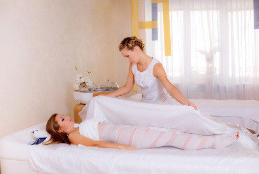 Bodywrapping (Bild: AnikaNes – Shutterstock.com)