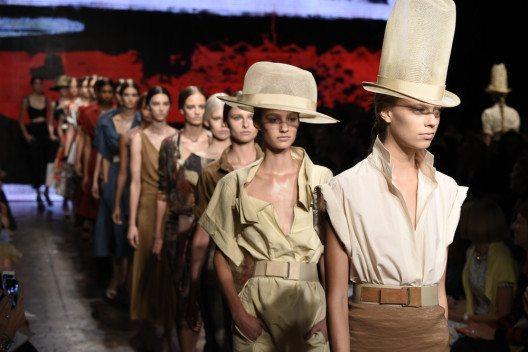 Designerin Donna Karan legte eine Traumkarriere hin. (Bild: FashionStock.com – Shutterstock.com)