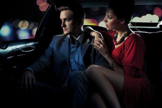 Der Cocktail-Dresscode ist ungezwungen-elegant. (Bild: conrado – Shutterstock.com)
